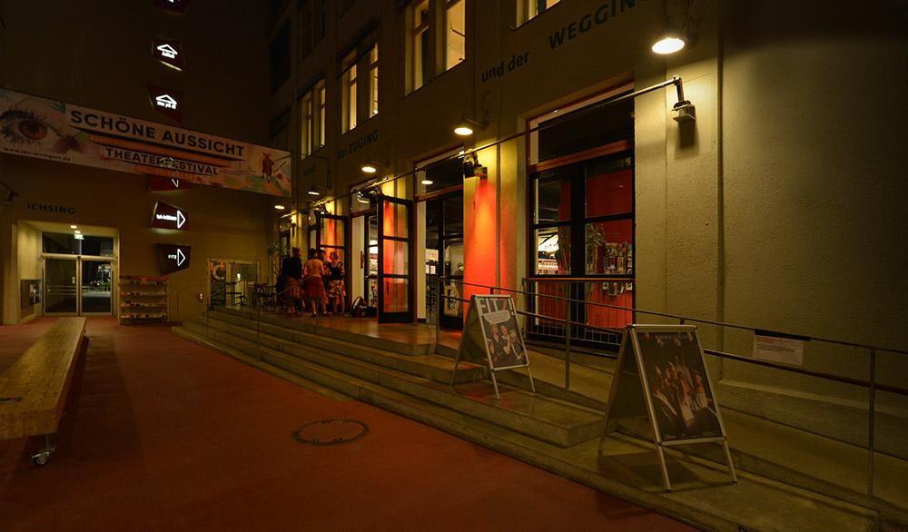 Eingangsbereich tri-bühne Stuttgart und FITZ